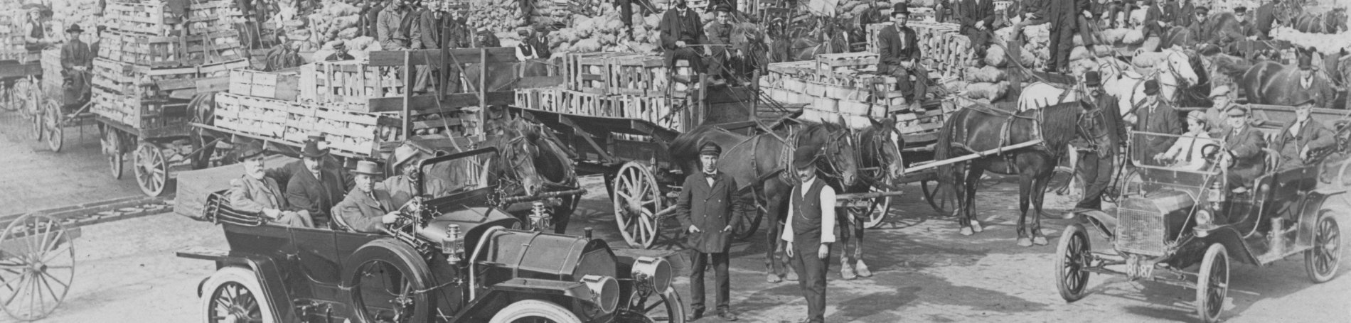Photo of crowd of wagons and horses from Archives.